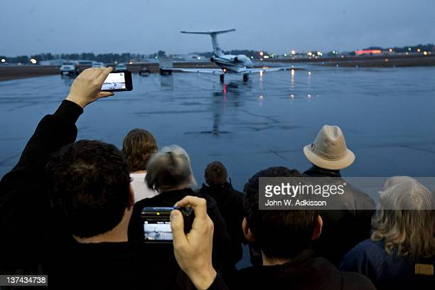 Supporters cheer for Republican presidential candidate US Rep Ron Paul as his plane departs from a campaign stop at the Greenville/Spartanburg...