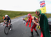 bolton england supporters cheer cyclists during