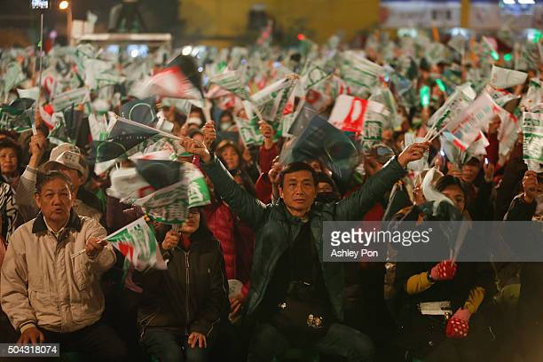 DPP supporters cheers duirng a rally on January 10 2016 in Tainan Taiwan Taiwan presidential frontrunner Tsai Ingwen of the main opposition party...