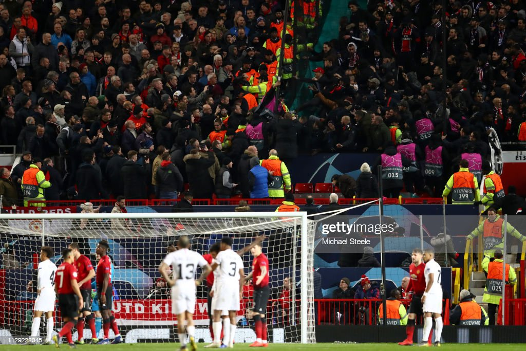 Manchester United v Paris Saint-Germain - UEFA Champions League Round of 16: First Leg : Foto jornalística