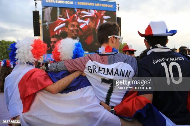 Supporters de l?équipe de France de football à l?Euro 2016 dans la Fan Zone de Bordeaux le 15 juin 2016, France.