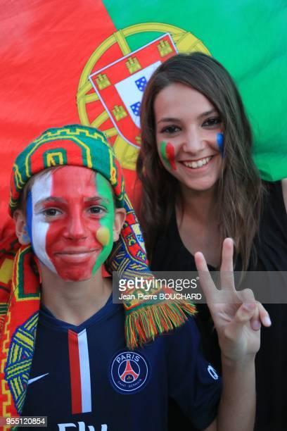 Supporters de l?équipe portugaise de Football pendant l?Euro 2016 à la fin de la finale France Portugal dans la Fan Zone de Bordeaux le 10 juillet...