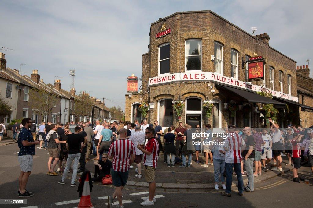 United Kingdom - London - Brentford Versus Leeds United Football Match : News Photo