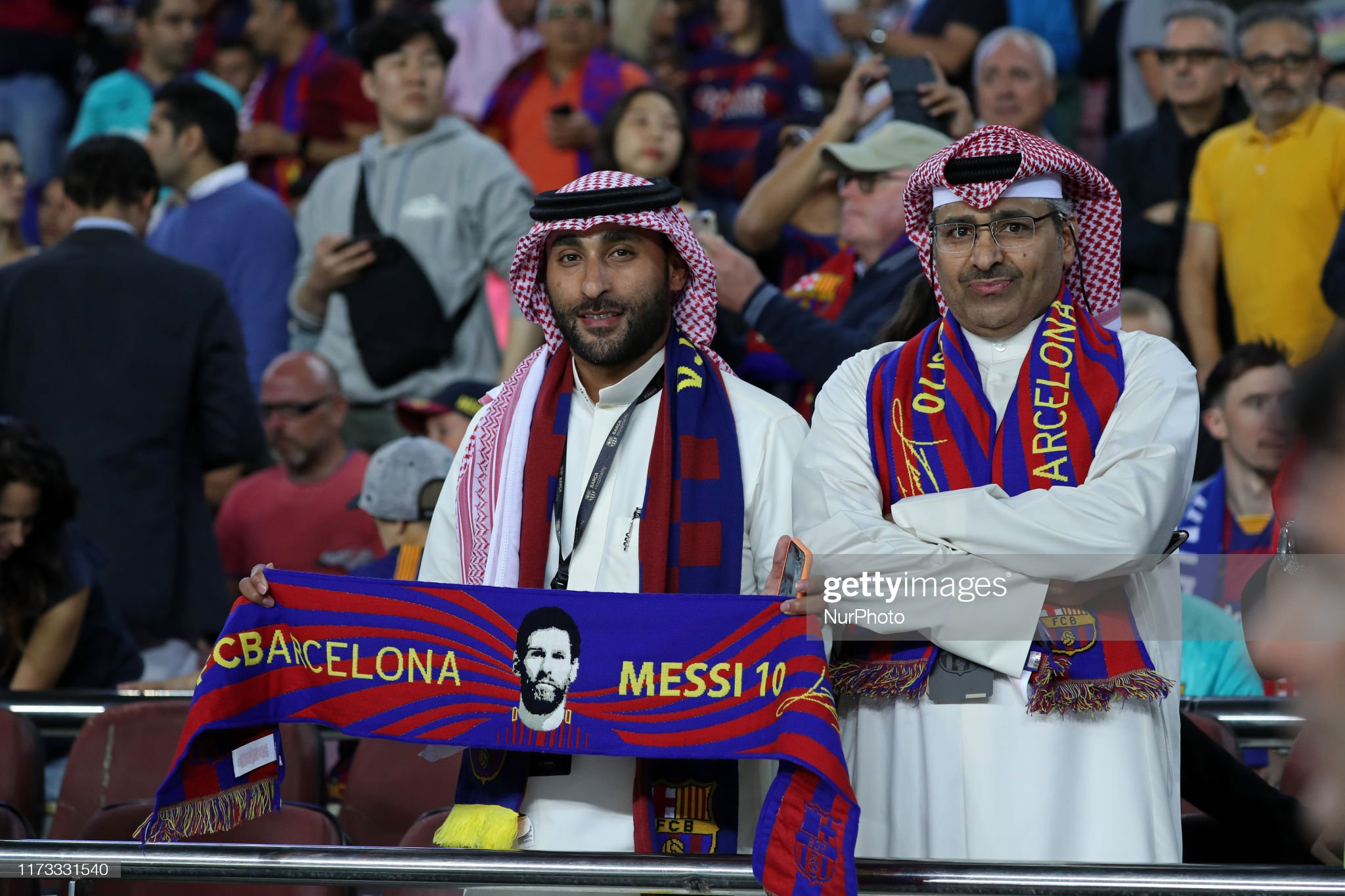 صور مباراة : برشلونة - إنتر 2-1 ( 02-10-2019 )  Supporters-during-the-match-between-fc-barcelona-between-inter-to-picture-id1173331540?s=2048x2048