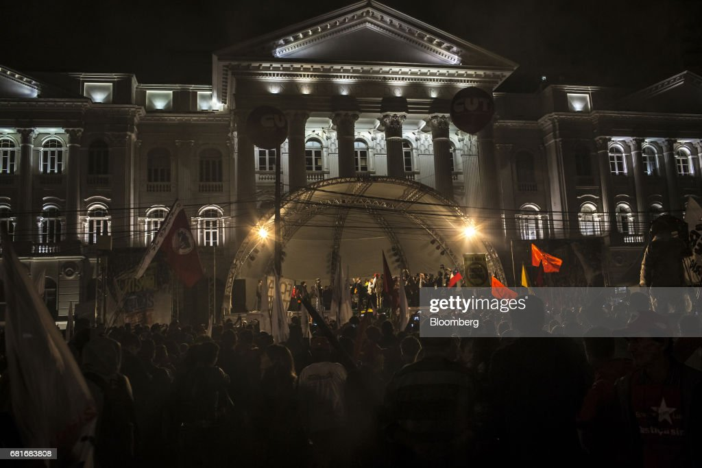 Supporters gather as Luiz Inacio Lula da Silva, former president of Brazil, delivers a speech after testifying before Sergio Moro, the lead jurist in the sprawling corruption probe known as Operation Carwash, in Curitiba, Brazil, on Wednesday, May 10, 2017. Thousands of Brazilians are descending on the southern city of Curitiba before a showdown between one of the most popular leaders in the country's history and its most famous judge at a hearing that could determine the republic's future. Photographer: Dado Galdieri/Bloomberg via Getty Images
