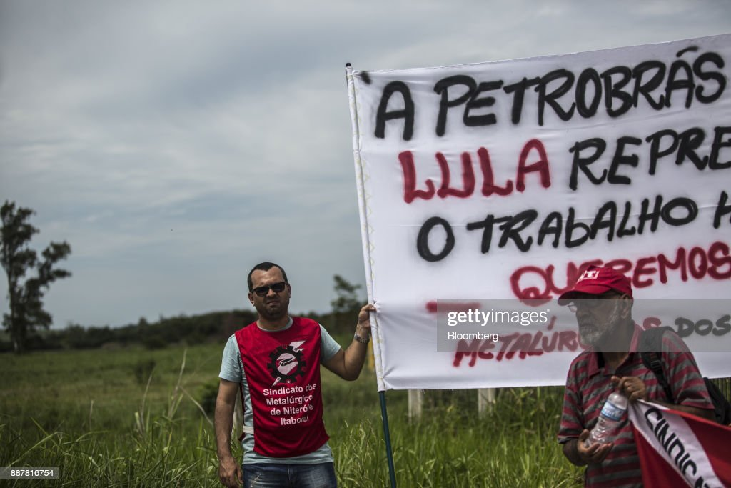 Supporters hold a sign during a presidential pre-campaign rally with Brazil's Former President Luiz Inacio Lula da Silva outside the Petroleo Brasileiro SA (Petrobras) Petrochemical Complex in Itaborai, Brazil, on Thursday, Dec. 7, 2017. Brazil's 2018 presidential race is shaping up to be an inflection point in the nation's three-decade-old democracy. While markets are hoping for a centrist, reformist candidate, polls show Lula leading despite a conviction on corruption charges that may bar him from running. Photographer: Dado Galdieri/Bloomberg via Getty Images