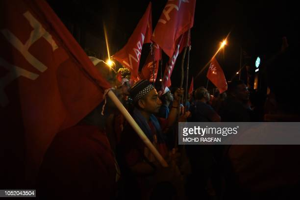 TOPSHOT Supporters listen to Malaysia's People's Justice Party president and leader of the Pakatan Harapan coalition Anwar Ibrahim during a rally in...