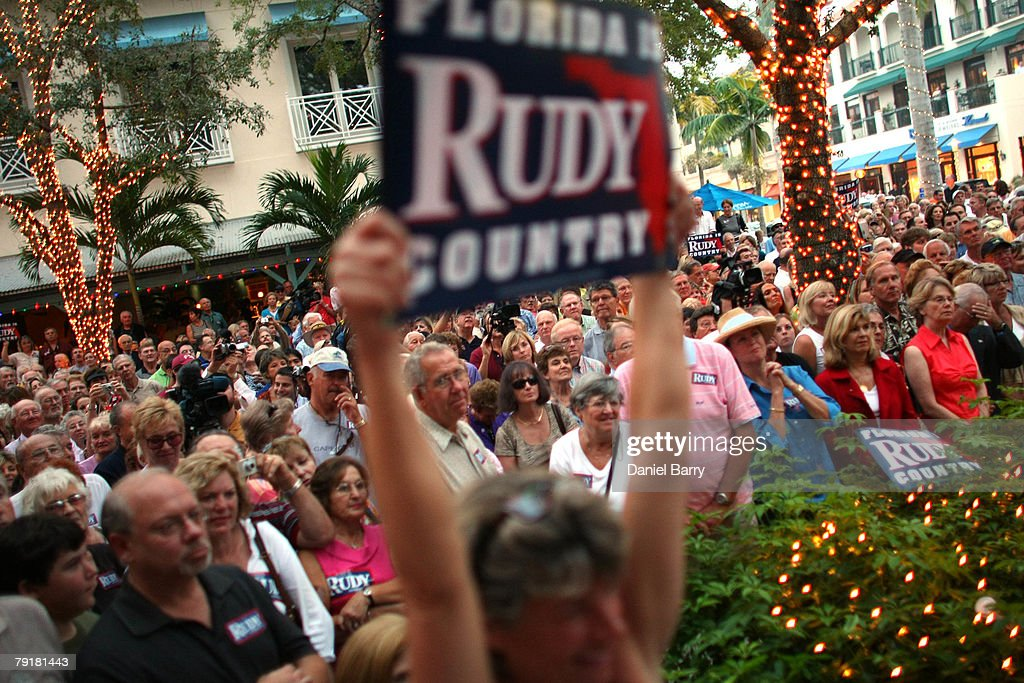 Supporters listen to Republican presidential hopeful and former New York City Mayor Rudy Giuliani at McCabe's Irish Pub & Grill January 23, 2008 in Naples, Florida. Giuliani continues his campaign strategy of concentrating heavily on Florida ahead of the state's January 29 primary.