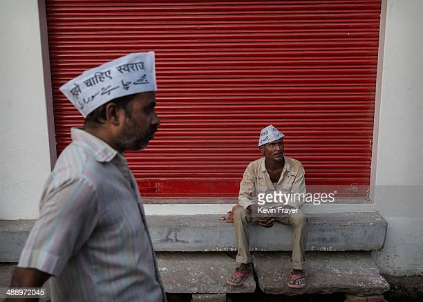 Supporters of AAP leader Arvind Kejriwal wait for his convoy to pass during a rally by the leader on May 9 2014 in Varanasi India India is in the...