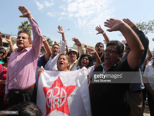 Supporters of Alan García and Aprista Party cheer political slogans at the emergency hospital Casimiro Ulloa where former President of Peru Alan...