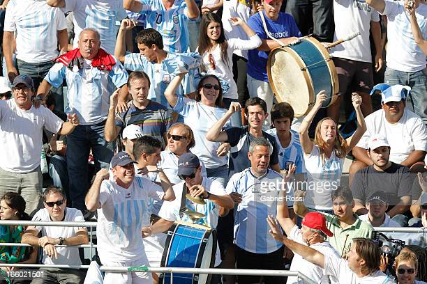 Supporters of Argentina celebrates during the fiveth match between Argentina and France in the queterfinal round of Copa Davis at the Parque Roca...