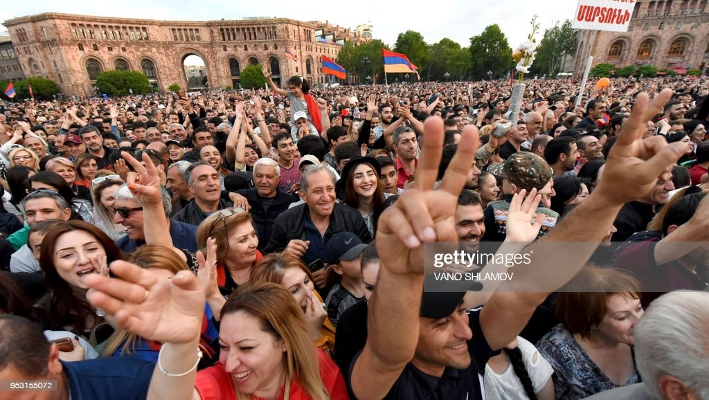 Supporters of Armenia's opposition gather for a rally in Yerevan on April 30, 2018. - Armenian opposition leader Nikol Pashinyan was engaged, on April 30, 2018, in high-stakes talks with the ruling party ahead of a key parliamentary vote, inching closer to taking power after two weeks of protests that transformed the country's political landscape.