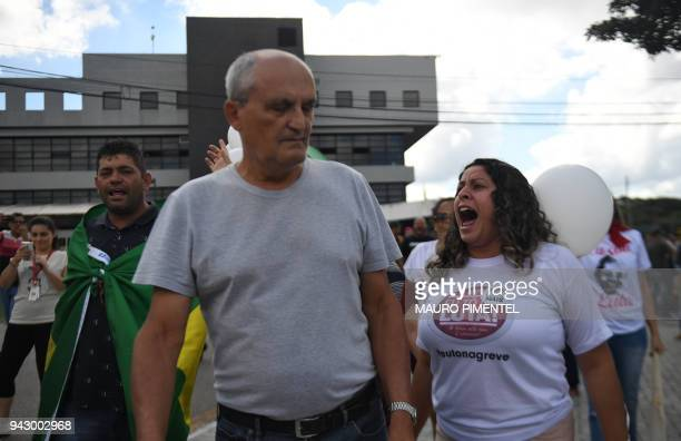 Supporters of Brazilian former president Luiz Inacio Lula da Silva confront opponents outside the Federal Police headquarters where he is awaited to...