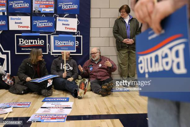 Supporters of Democratic presidential candidate Sen Bernie Sanders prepare to caucus for him in the gymnasium at Roosevelt High School February 03...