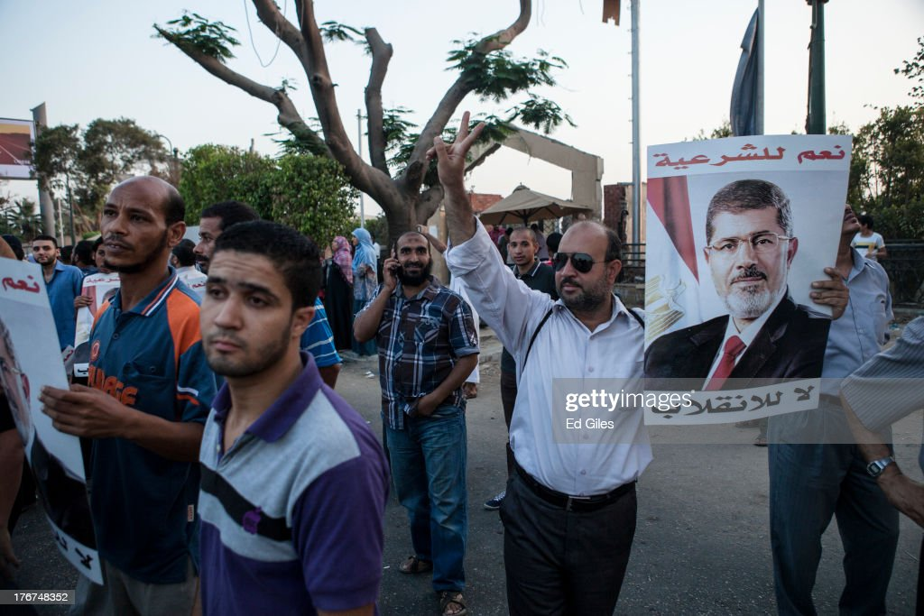 Egypt Braced For More Violence As Pro Morsi Supporters March On Cairo : Nieuwsfoto's