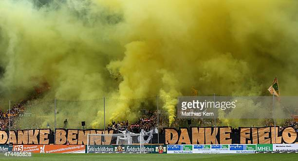Supporters of Dresden say goodbye to Benjamin Kirsten and Christian Fiel prior to the third league match between SG Dynamo Dresden and FC Hansa...