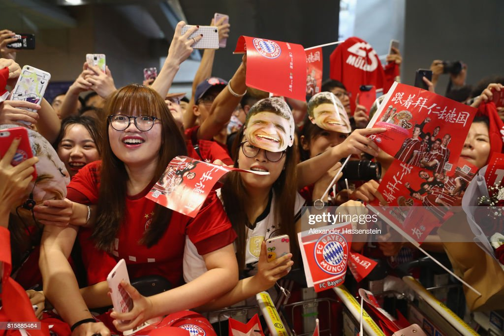 Supporters of FC Bayern Muenchen welcomes the team at Shanghai Pudong International Airport for the Audi Summer Tour 2017 on July 17, 2017 in Shanghai, China.