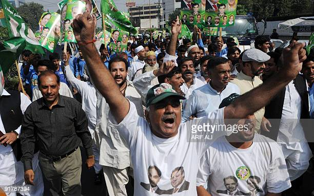 Supporters of former Pakistani prime minister Nawaz Sharif�s PML-N party march in Lahore October 12, 2009. The PML-N observes October 12 as a black...