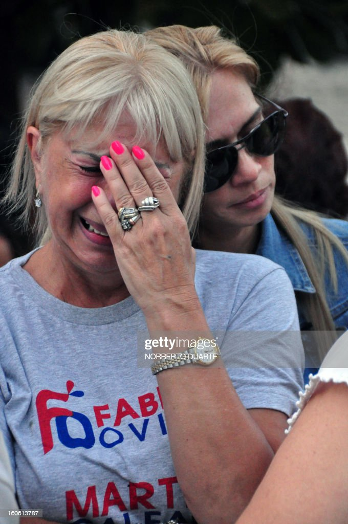 Supporters of former Paraguayan general and UNACE party presidential candidate Lino Oviedo --who died along with his bodyguard Denis Galeano and pilot Ramon Picco Delmás earlier today in a helicopter crash-- cry outside the judicial morgue upon arrival of their remains, in Asuncion on February 3, 2013. Oviedo, 69, the controversial presidential candidate who helped topple Paraguayan dictator Alfredo Stroessner in 1989, died when the aircraft crashed en route to Asuncion while returning from a campaign rally in northern Paraguay, prompting claims of foul play. AFP PHOTO/Norberto Duarte