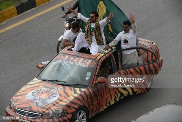 Supporters of former Prime Minister of Pakistan Nawaz Sharif gather to show solidarity during his departure from Islamabad to Lahore on Wednesday in...