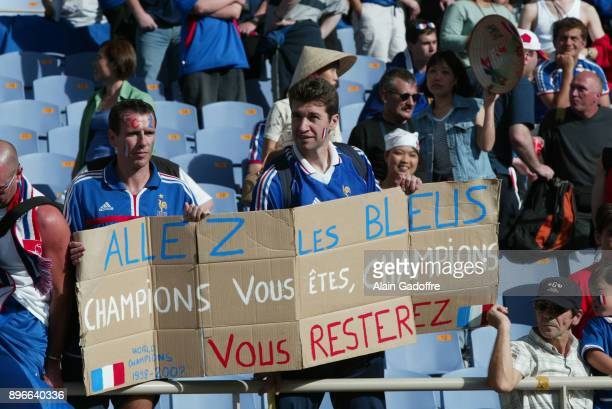 Supporters of France during the World Cup match between France and Denmark Munhak Stadium in Incheon South Korea on June 11th 2002 Alain Gadoffre /...