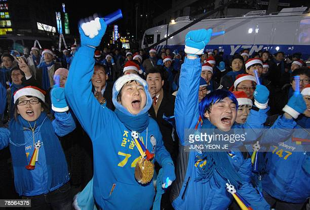 Supporters of Grand National Party presidential candidate Lee MyungBak cheer outside the party's headquarters in Seoul 19 December 2007 Lee MyungBak...
