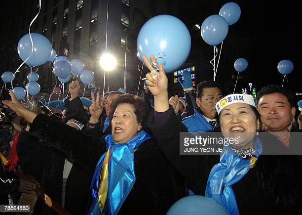 Supporters of Grand National Party presidential candidate Lee MyungBak celebrate around outside the party's headquarters in Seoul 19 December 2007...
