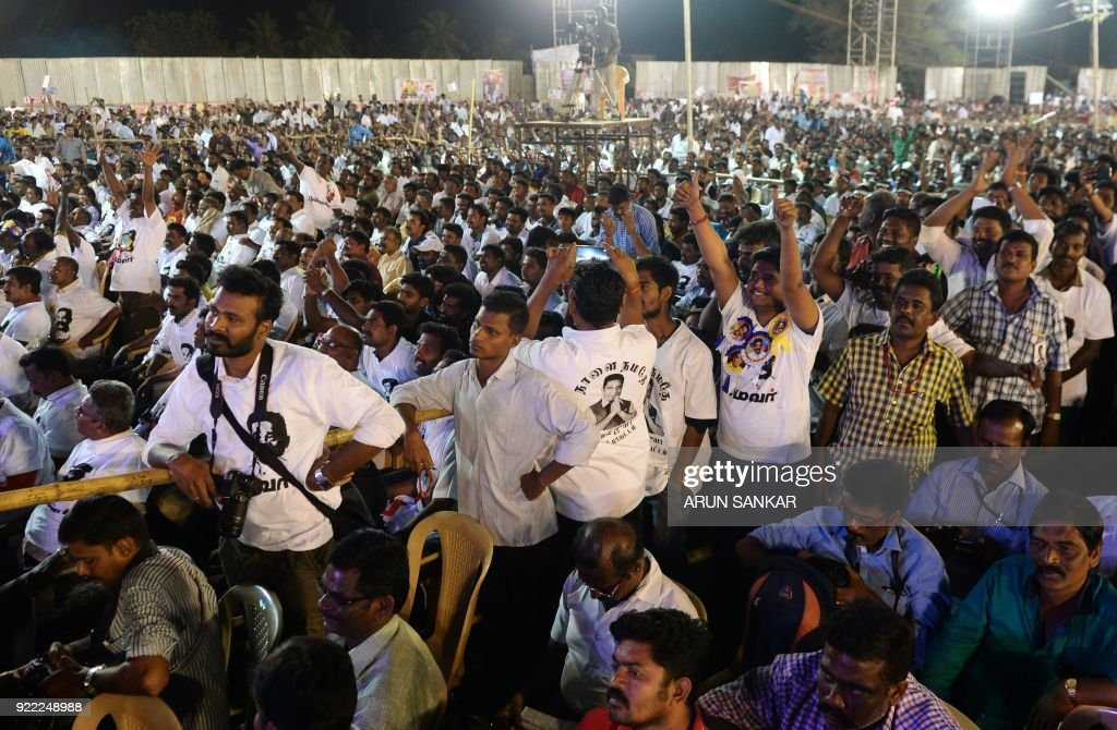 Supporters of Indian cinema actor Kamal Hassan attend the launch of his new political party 'Makkal Needhi Mayyam' in Madurai on February 21 ,2018. / AFP PHOTO / Arun SANKAR