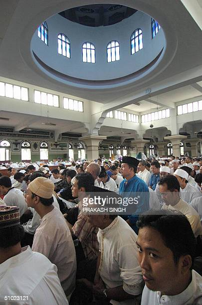Supporters of Indonesian presidential candidate Amien Rais crowd a mosque in central Jakarta 04 July 2004 one day before the country goes to the...