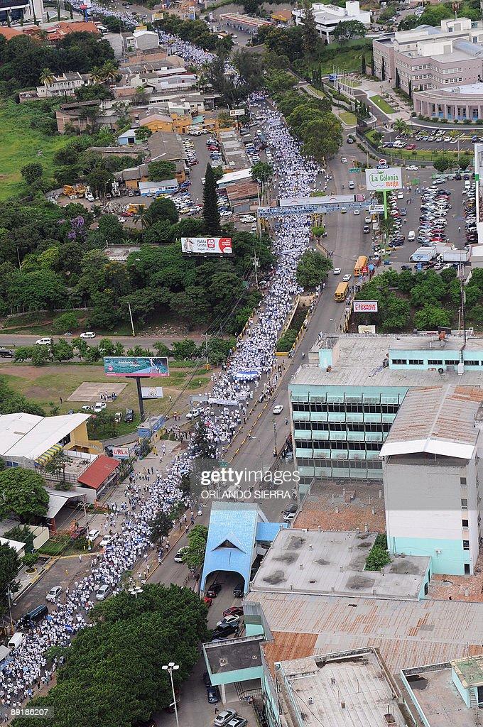 Supporters of interim President Roberto : News Photo