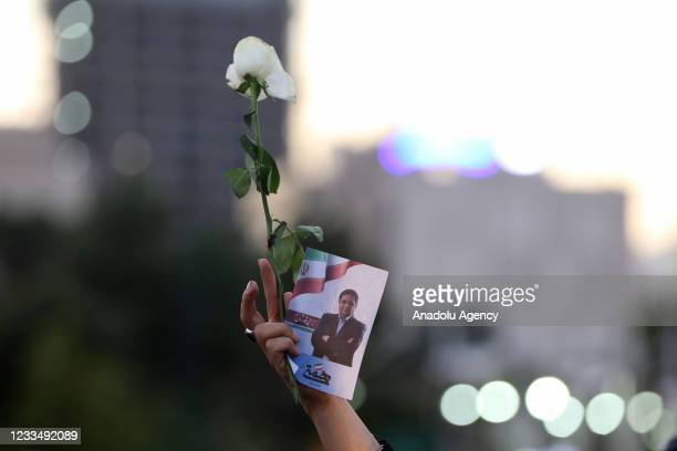 Supporters of Iranian presidential candidate Abdunnasir Himmeti supported him by distributing leaflets and flowers to the public ahead of the Iranian...