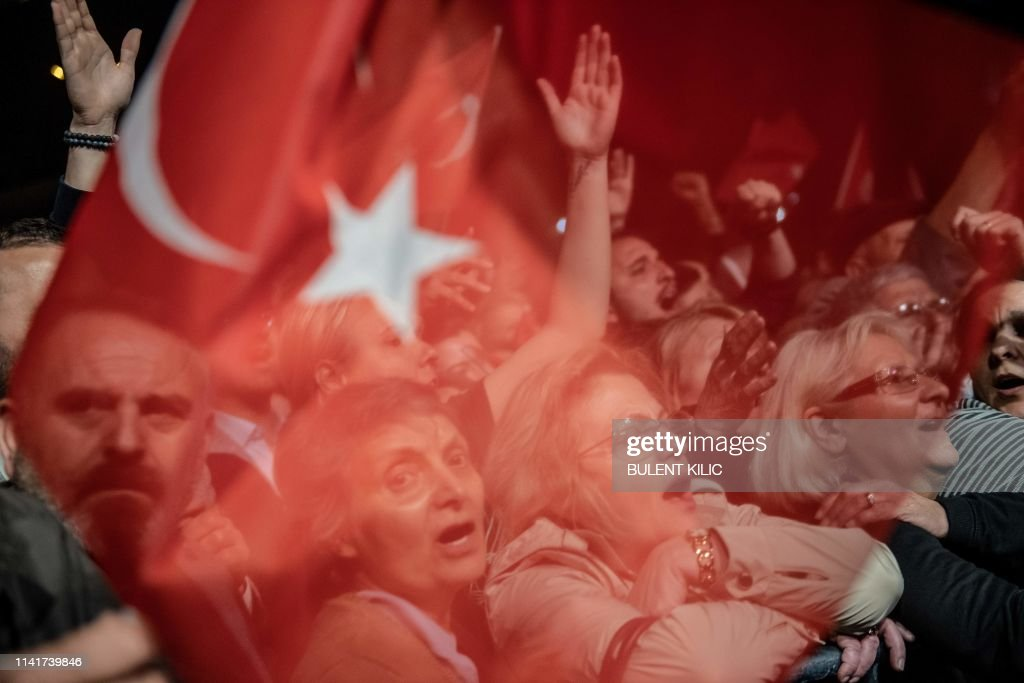 TOPSHOT-TURKEY-POLITICS-VOTE : News Photo