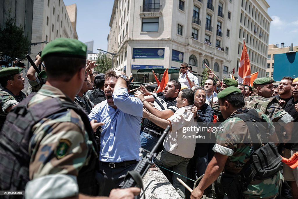 Lebanon - Supporters of Presidential hopeful Michel Aoun : News Photo