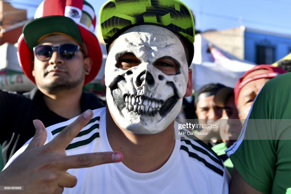 Supporters of Mexico arrive to attend their 2018 World Cup qualifier football match against Trinidad and Tobago, at the Alfonso Lastras stadium in San Luis Potosi, Mexico, on October 6, 2017. /