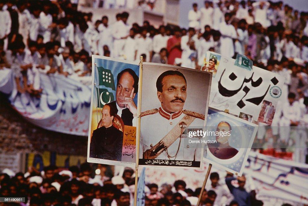 Nawaz Sharif Supporters : News Photo