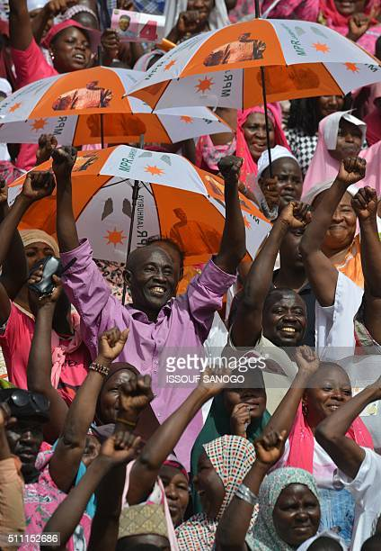Supporters of Niger's incumbent President and presidential candidate Mahamadou Issoufou take part in a presidential campaign meeting at the Seyni...