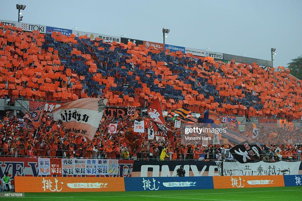 supporters of Omiya Ardija cheer prior to the J.League second division match between Omiya Ardija and Oita Trinita.Omiya won the promotion to the J1 next season.At the Nack 5 Stadium Omiya on November 14, 2015 in Saitama, Tokyo, Japan.