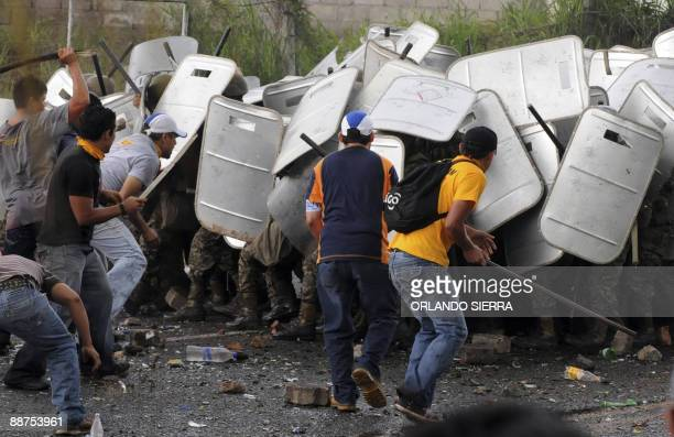 Supporters of ousted Honduran President Manuel Zelaya clash with soldiers nearby the presidential palace in Tegucigalpa on June 29 2009 Honduras...