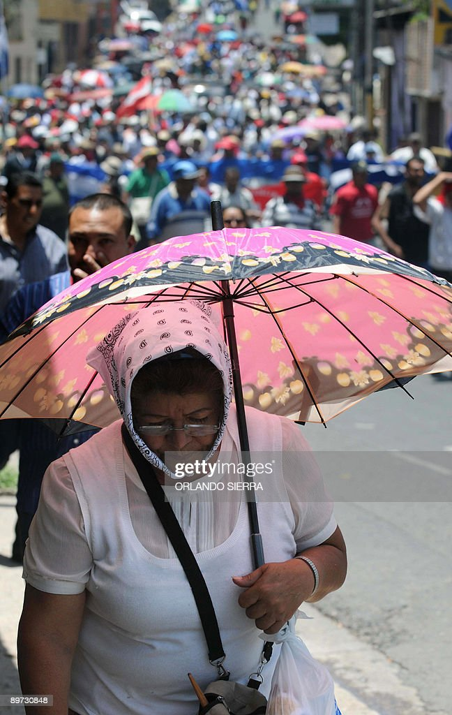 Supporters of ousted Honduran President : News Photo