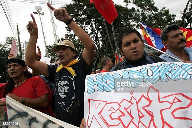 Supporters of ousted Honduran President Manuel Zelaya shout slogans against Hondurean interim leader Roberto Micheletti near the Costa Rican...