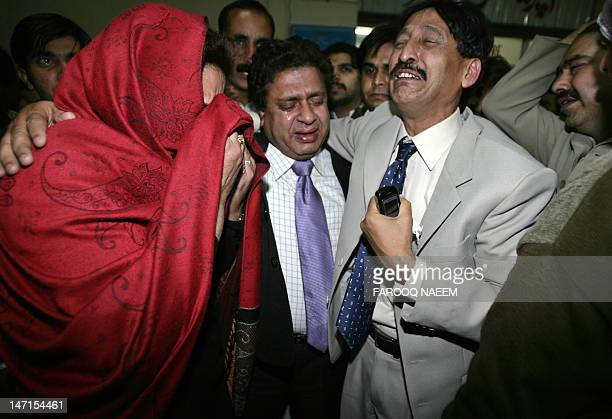 Supporters of Pakistani opposition leader Benazir Bhutto express their grief at a hospital in Rawalpindi 27 December 2007 following Bhutto's...
