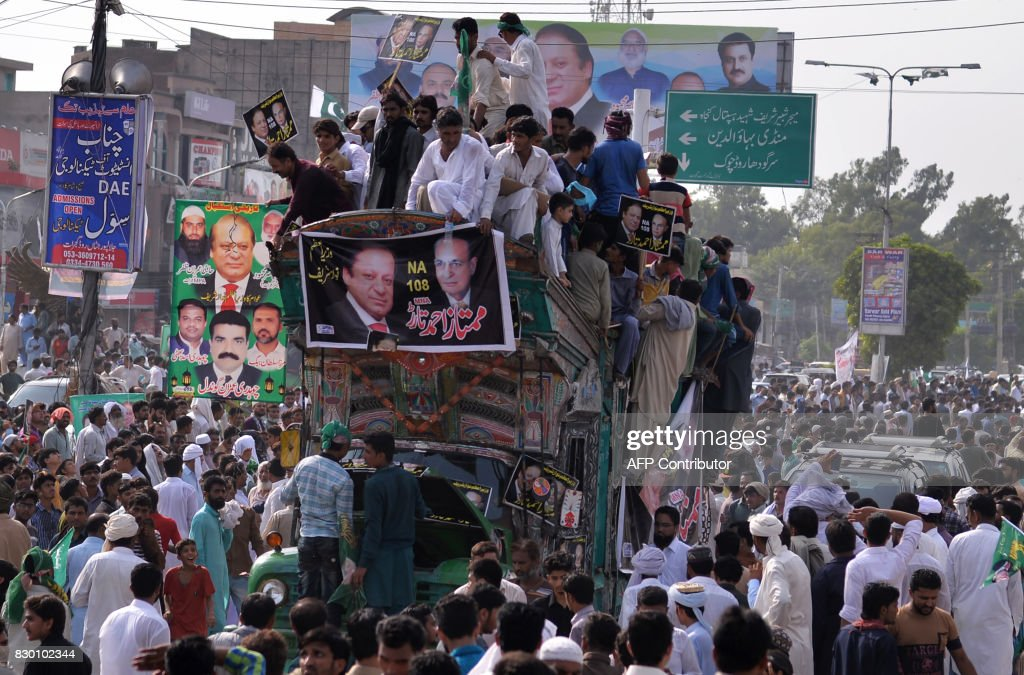 Supporters of Pakistani ousted prime minister Nawaz Sharif attend a rally in Gujrat city in Punjab province on August 11 2017 Pakistan`s former Prime.