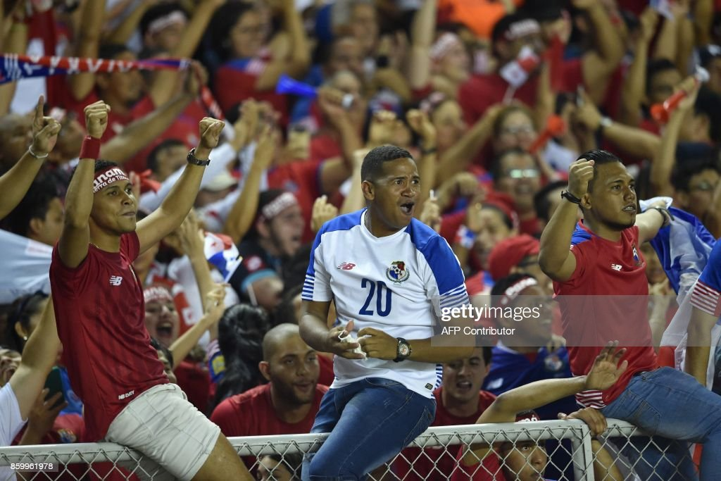 Supporters of Panama celebrate after their team defeats Costa Rica and qualifies for the 2018 World Cup, for the first time ever, in Panama City, on October 10, 2017. / AFP PHOTO / Rodrigo ARANGUA