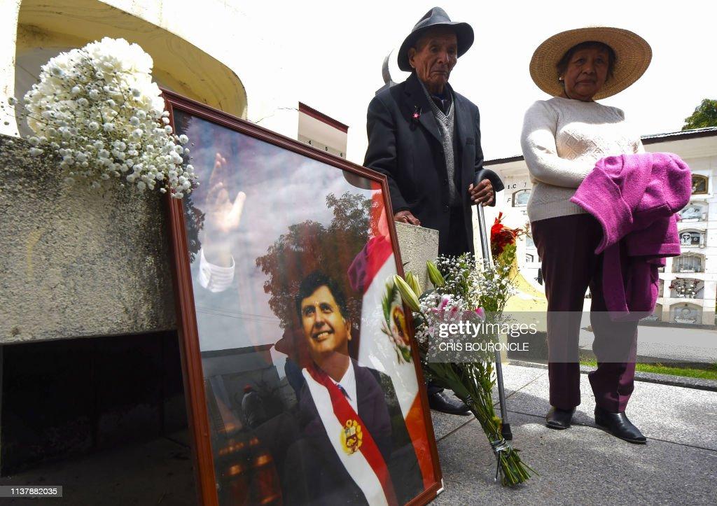 TOPSHOT-PERU-GARCIA-DEATH : News Photo