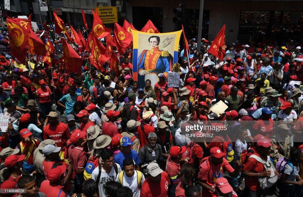 VENEZUELA-CRISIS-MADURO-SUPPORTERS-MAY DAY : News Photo