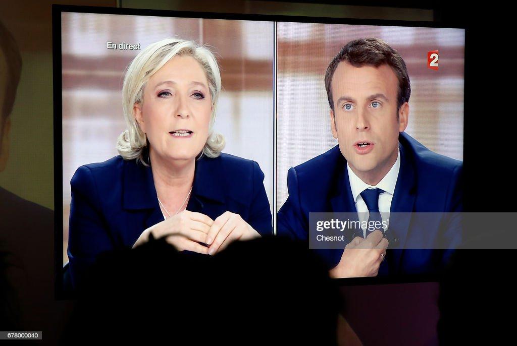 En Marche Supporters Watch The Macron vs  Le Pen Television Debate At Le Loft In Paris : News Photo