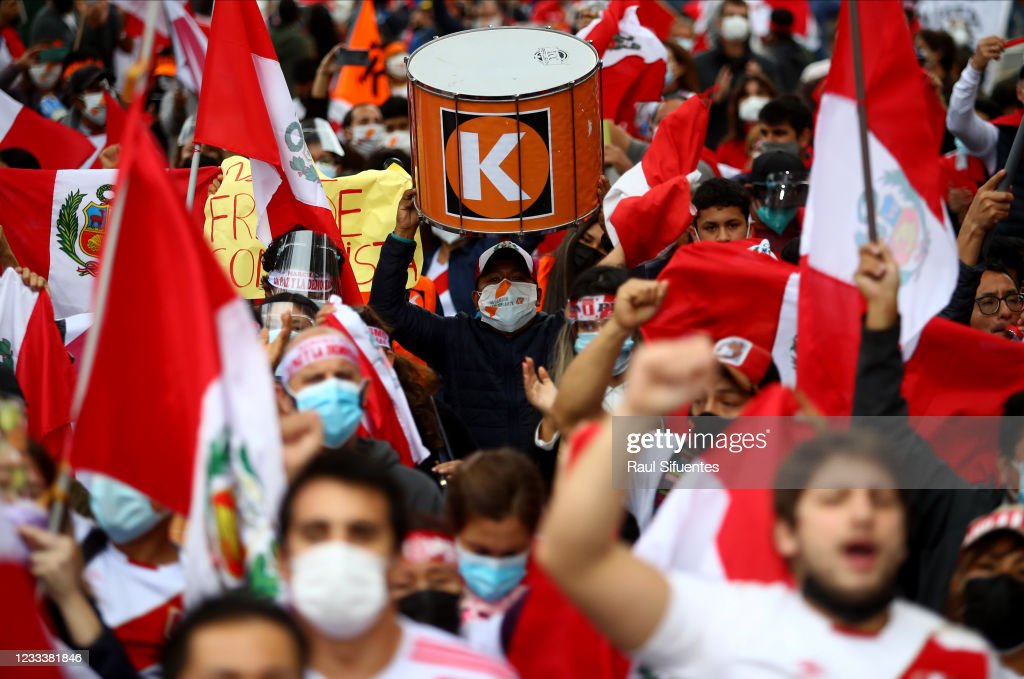 Peruvians Await Official Results After Tight Runoff And Fraud Allegations : ニュース写真