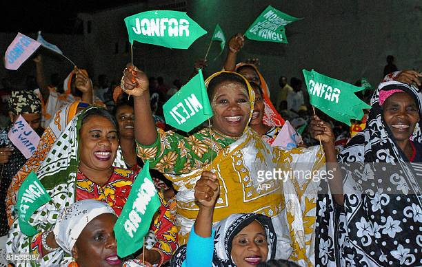 Supporters of presidential candidate Muhamed Djafari cheer during a campaign rally on June 12 2008 in Pomoni some 56 kms south of Anjouan The head of...