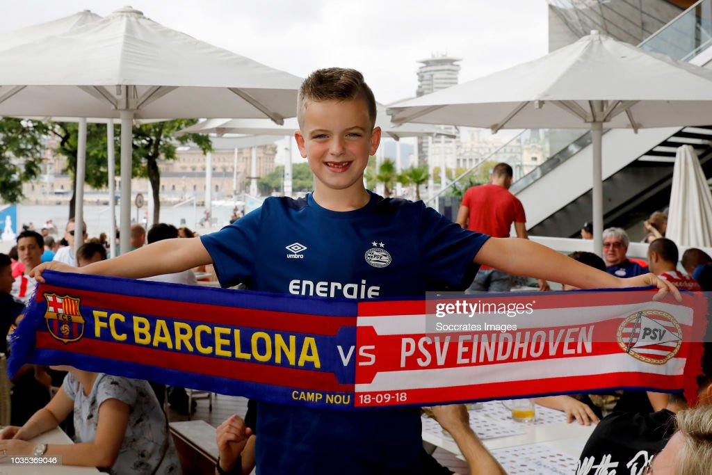 FC Barcelona v PSV - UEFA Champions League : News Photo