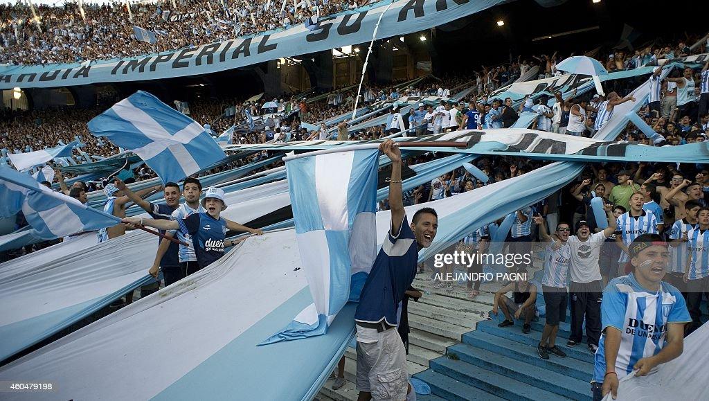 FBL-ARGENTINA-RACING-GODOY CRUZ : News Photo